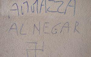 Milano, adotta senegalese: insulti sotto casa. Madre accusa