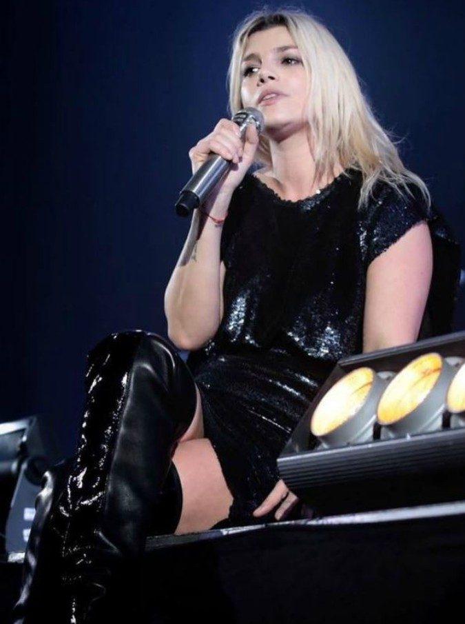 """Emma Marrone, consigliere leghista contro la cantante: """"Aprire i porti? Apri le tue cosce"""". Espulso dal partito"""