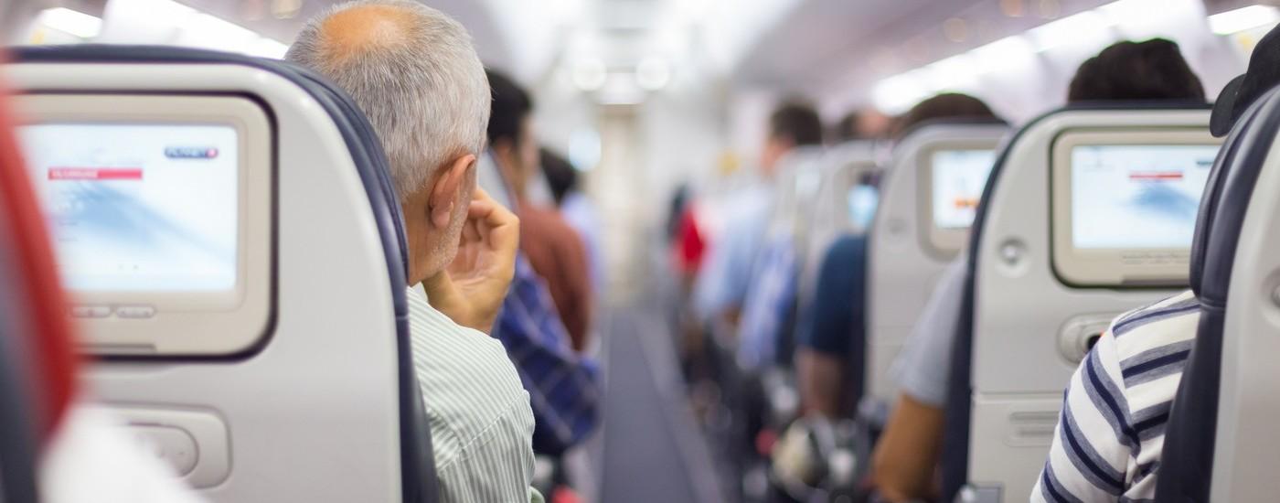 Telecamere nascoste, ma spente, tra i sedili dei voli American Airlines e Singapore Airlines