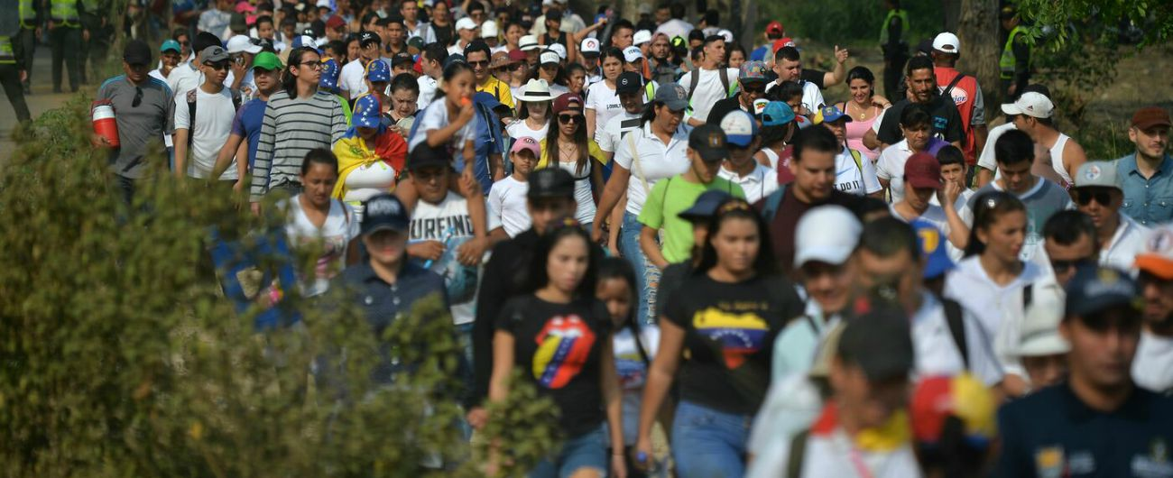 """Venezuela, la grande fuga da violenza e povertà: """"Ti ammazzano anche solo per rubarti un paio di scarpe"""""""