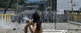 """Venezuela, Guaidò annuncia arrivo aiuti. Scontri al confine: """"Ci sono vittime"""". Maduro rompe relazioni con Colombia"""