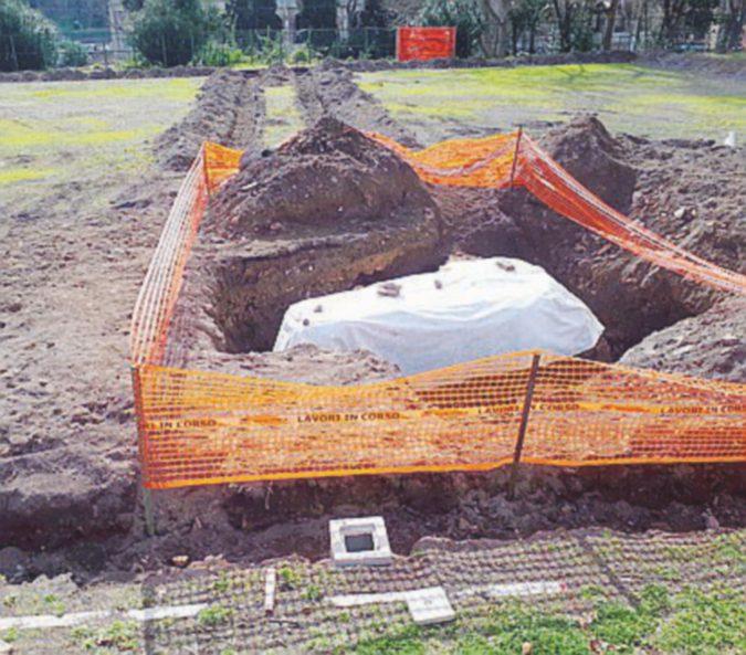 Campi di calcetto al Colosseo. Ma negli scavi affiorano le vestigia delle Terme di Tito