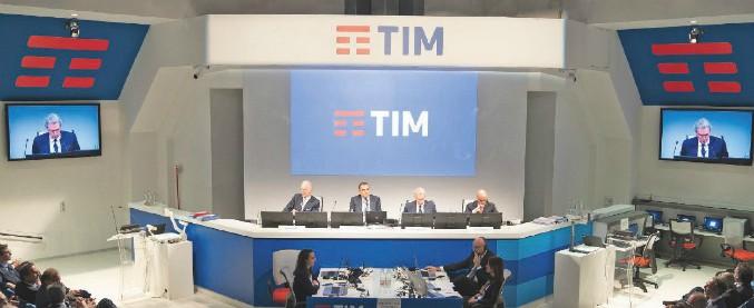 Tim, Vivendi apre alla rete unica con Open Fiber. E torna in pressing su Elliott: chiesta revoca dei 5 amministratori