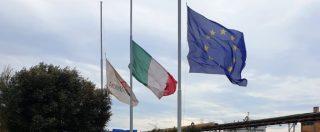 """Taranto, marcia in ricordo di bimbi morti. Arcelor: """"Con voi, bandiere a mezz'asta"""". Rabbia in Rete: """"Ridicoli, spegnete tutto"""""""