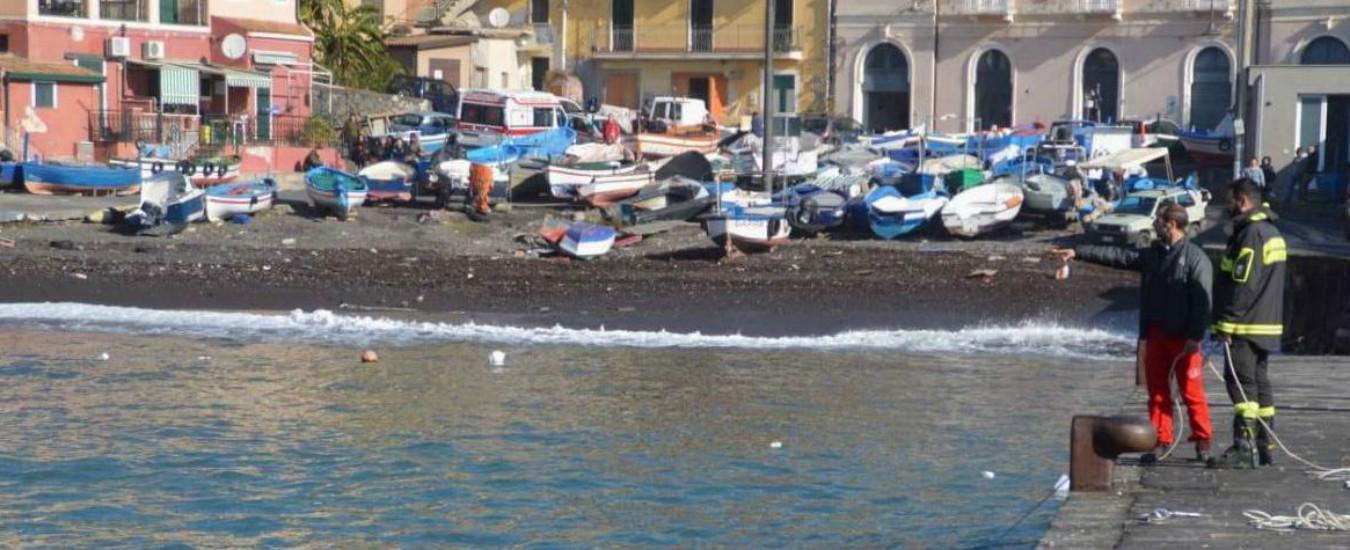 Catania, onda anomala trascina un'auto in mare. Trovati due corpi, un altro ragazzo è disperso