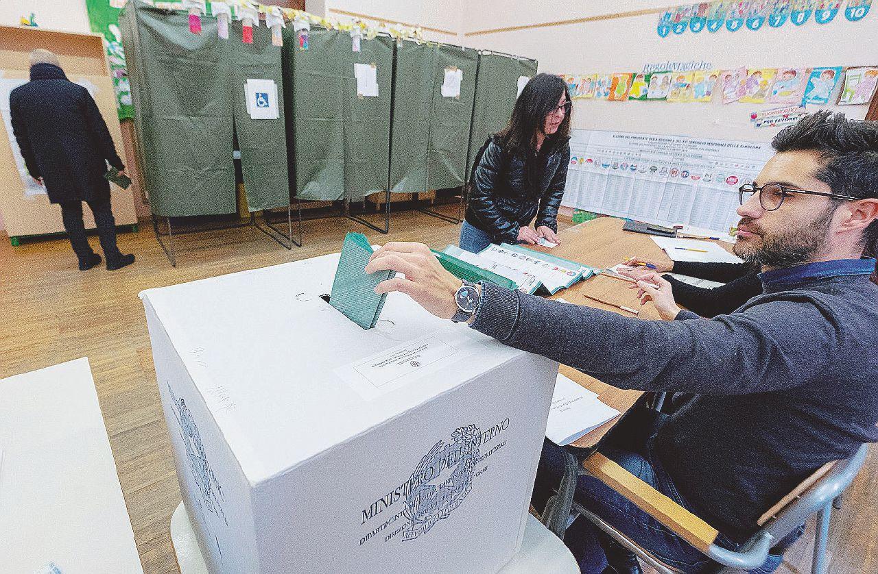 In Edicola sul Fatto del 25 Febbraio: Exit poll Sardegna, Zedda insegue Solinas