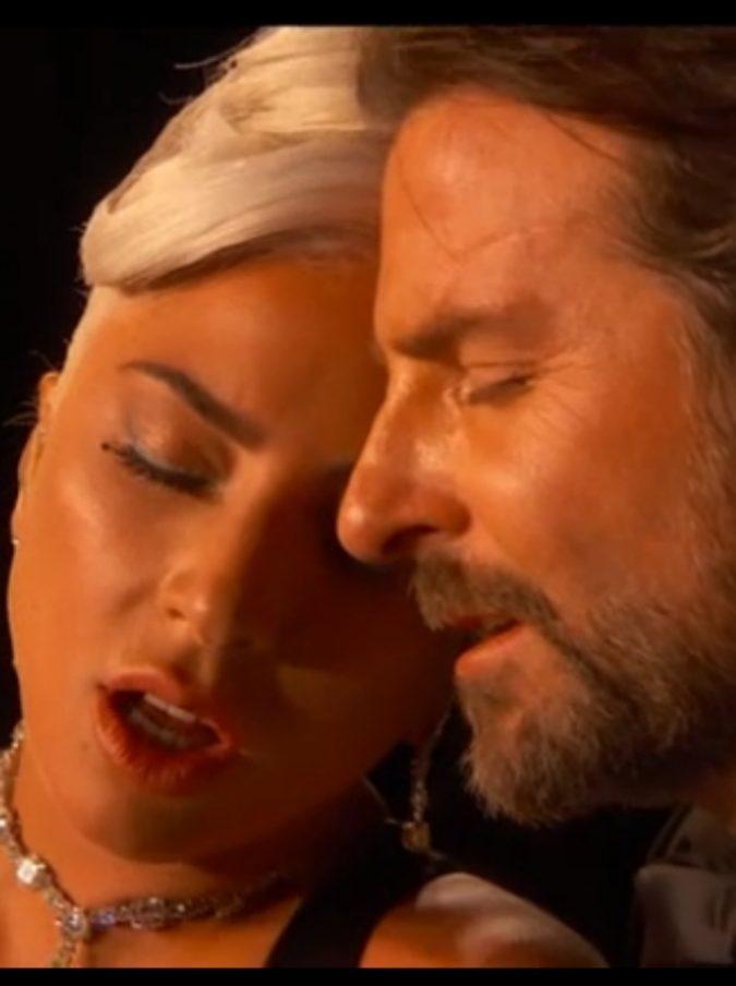 """Lady Gaga, la folla le urla dov'è Bradley Cooper ma lei si infuria: """"Fanc**o"""""""