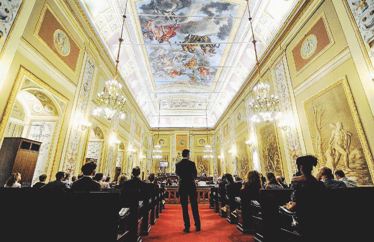 In Edicola sul Fatto del 27 Febbraio: Sprechi a statuto speciale. Un minuto di Ars ci costa 1000 euro