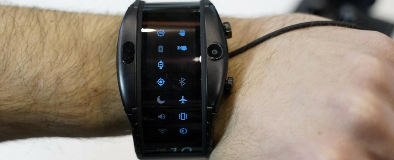 Nubia Alpha è lo smartwatch con display flessibile che telefona e scatta foto, ma è ingombrante e pesante