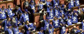 """Decretone, Forza Italia protesta nell'Aula del Senato con gilet azzurri. Bernini: """"Sì lavoro, sì Tav, no alle bugie"""""""
