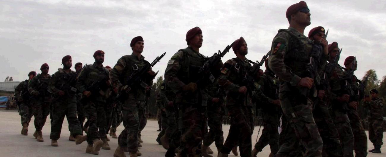 Afghanistan, tre attacchi dei talebani: uccisi almeno 48 soldati. A Shorab 17 ore di assedio a una base militare