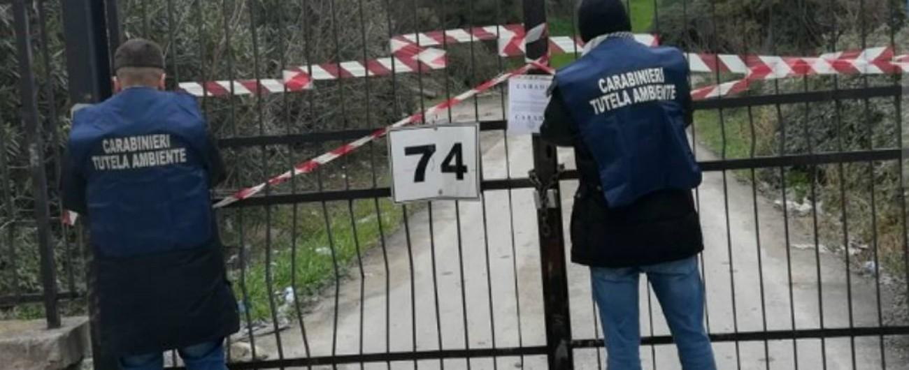 """Taranto, sindaco chiude la scuola del rione Tamburi: """"C'è il rischio che arrivino polveri velenose delle collinette ex Ilva"""""""