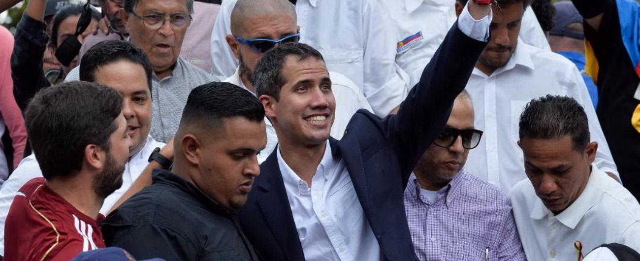 """Venezuela, Guaidò ritorna a Caracas: """"Se regime osa sequestrarmi ci sarà reazione"""""""