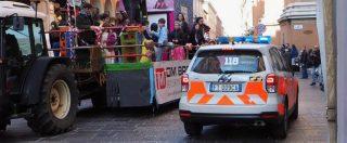 Bologna, bimbo scivola e cade dal carro di carnevale: è in gravi condizioni