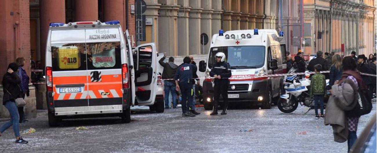 Bologna, morto il bimbo caduto dal carro di Carnevale. Aperta un'inchiesta