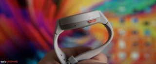 Smartwatch con autonomia fino a 74 giorni, cassa in titanio