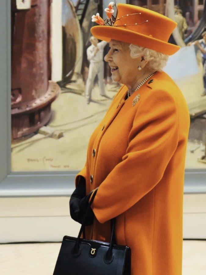 La regina Elisabetta ha fatto il suo primo post su Instagram: ecco cosa ha scritto