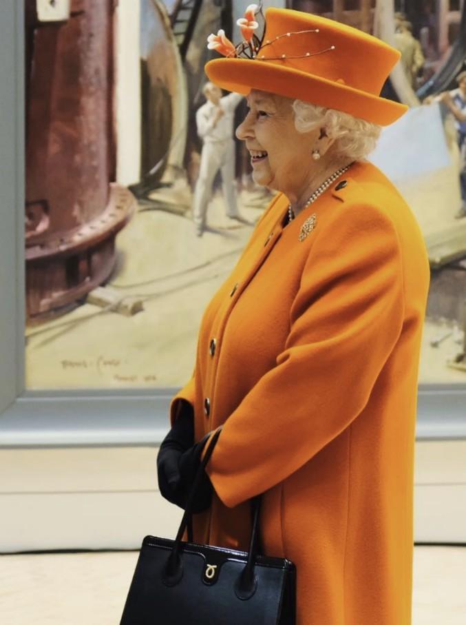 Royal Family, le 15 regole più strane che devono seguire i reali inglesi: niente Monopoli né molluschi. E mento sempre in alto