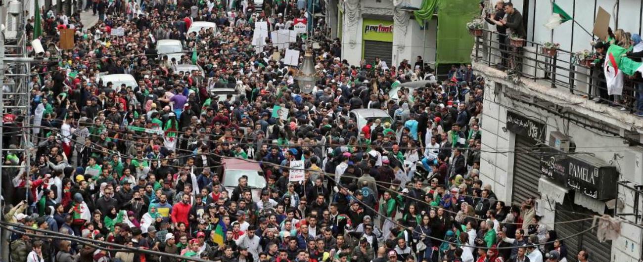 Algeria, almeno mezzo milione di persone in piazza contro la ricandidatura di Bouteflika