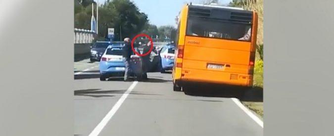Lamezia, siciliano ruba un autobus e scappa: inseguito dalla Polizia . -VIDEO-