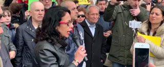 """Ilva, mamme di Taranto protestano davanti al Comune: """"Nostri figli non sono nemmeno liberi di andare a scuola"""""""