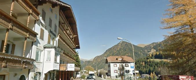 Trentino, studente di Varese in gita cade dal terzo piano dell'albergo: è grave