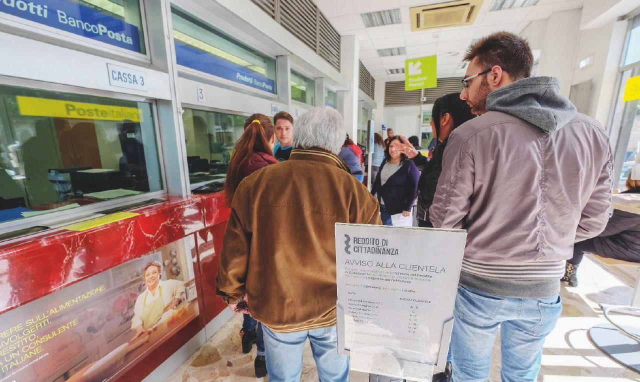 In Edicola sul Fatto dell'11 Marzo: Il Nord in fila per il Reddito di cittadinanza