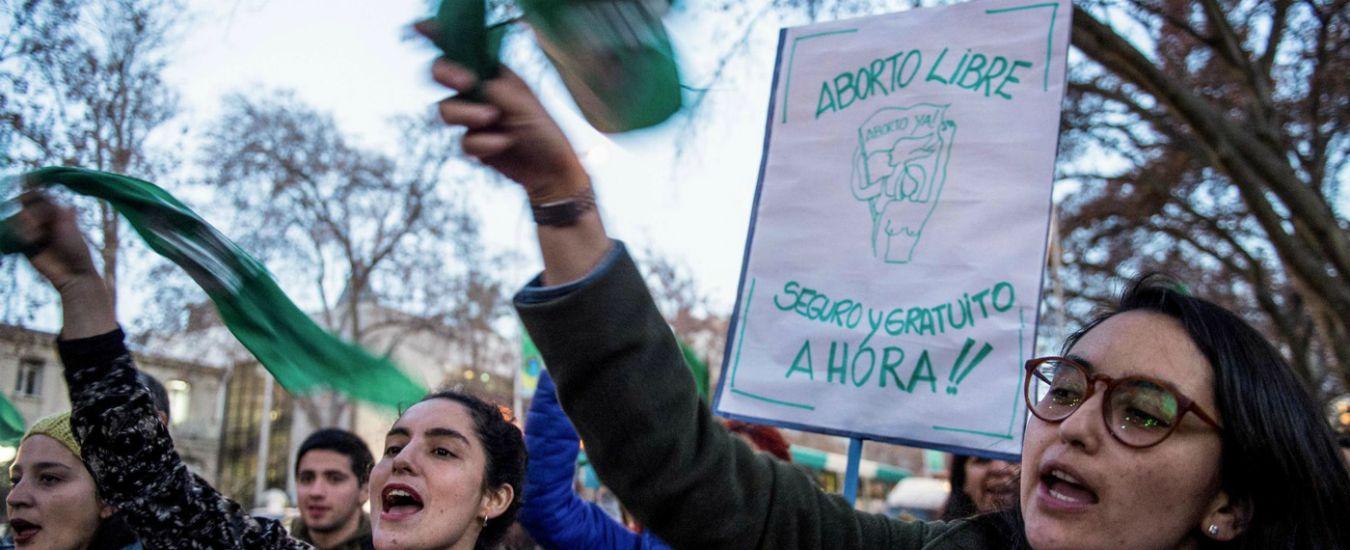 Niñas no madres, in Argentina bimbe di 11 e 12 anni costrette a partorire dopo lo stupro. La campagna per diritto all'aborto