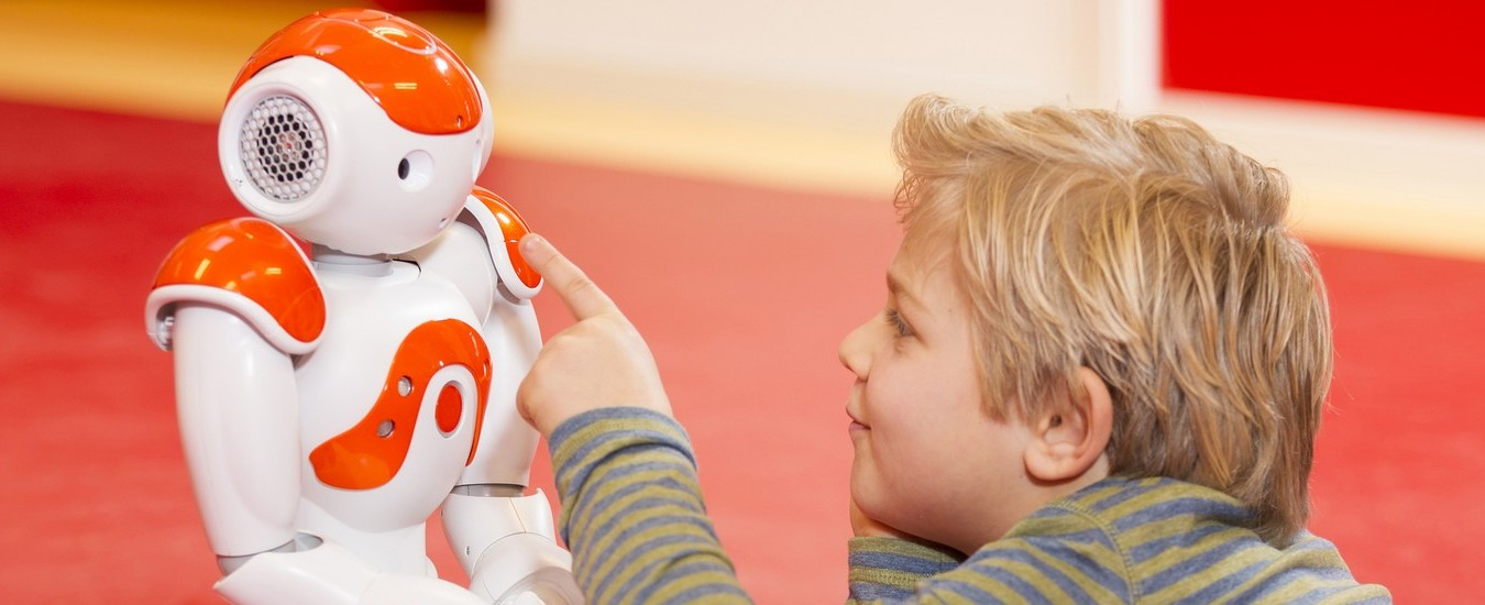 I robot NAO possono aiutare i bambini autistici a comunicare, grazie a un progetto europeo
