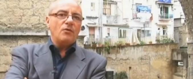 """Napoli, il parroco durante i funerali della mamma uccisa dal marito: """"Chi dà uno schiaffo a una donna è uno stronzo"""""""