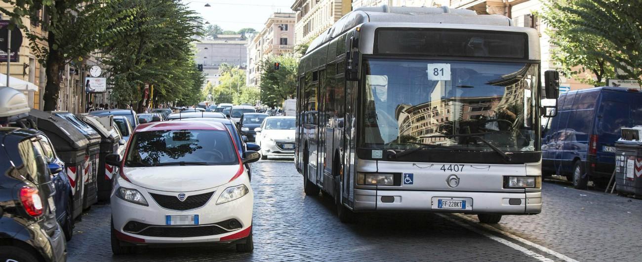 Roma, maxi indagine della procura sui parcheggi in doppia e tripla fila