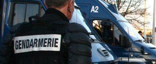 """Francia, blitz a casa di chi aiuta migranti al confine: """"Portati via in manette e rilasciati dopo più di 24 ore senza accuse"""""""