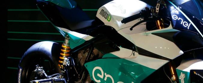 Motomondiale, incendio nella notte nel circuito di Jerez: distrutte 18 moto della motoE