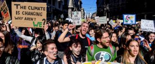 """Global Strike For Future, migliaia di studenti scioperano per il clima: """"Siamo un milione. Nessun partito ci rappresenta"""""""