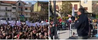 """Basilicata, Salvini contestato per 20 minuti: """"Fascista, bugiardo!"""". E lui provoca: """"Non vi sento, basta canne"""""""