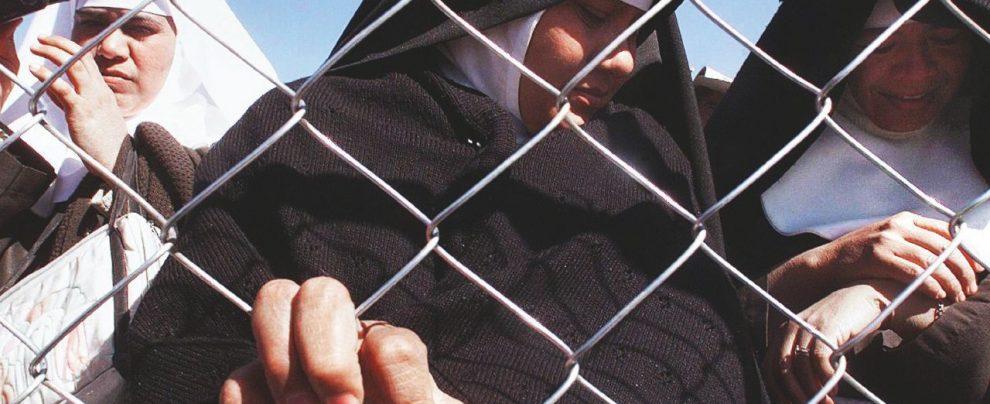 Vaticano, abusi religiosi: il documentario sulle suore violentate dei preti