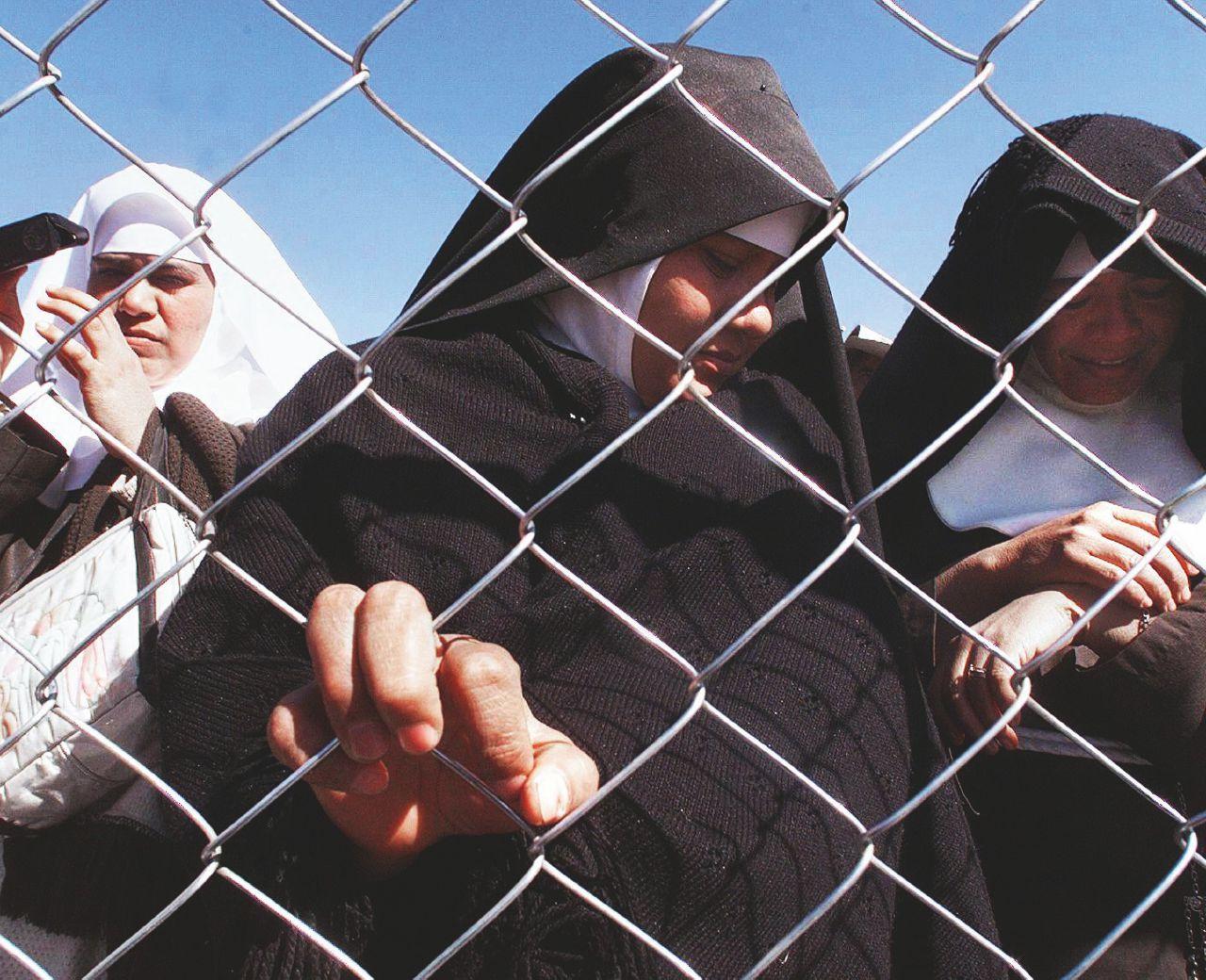 Risultati immagini per chain-link fencing