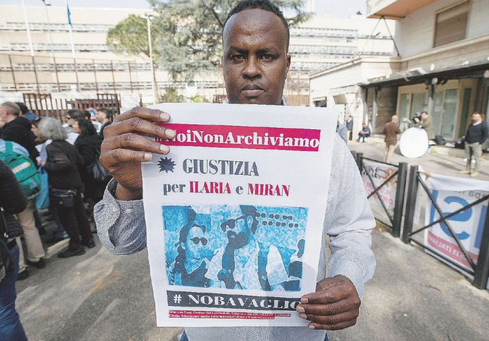 Una serie di errori – In alto, Omar Hashi Hassana accusato ingiustamente di aver ucciso Alpi e Hrovatin