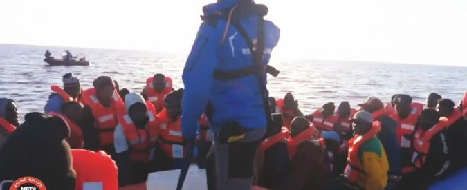 """La Ong salva 49 persone. Salvini """"chiude"""" le acque"""