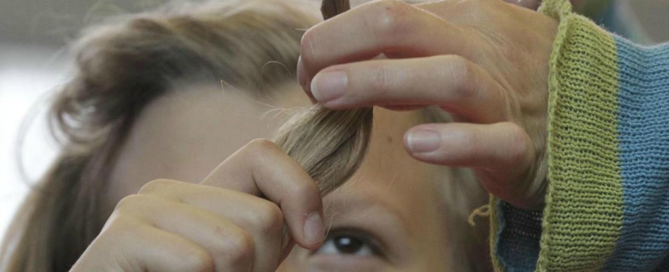 Bologna, bimba di 8 anni segue la serie 'Braccialetti rossi' e dona 70 centimetri di capelli ai malati di cancro