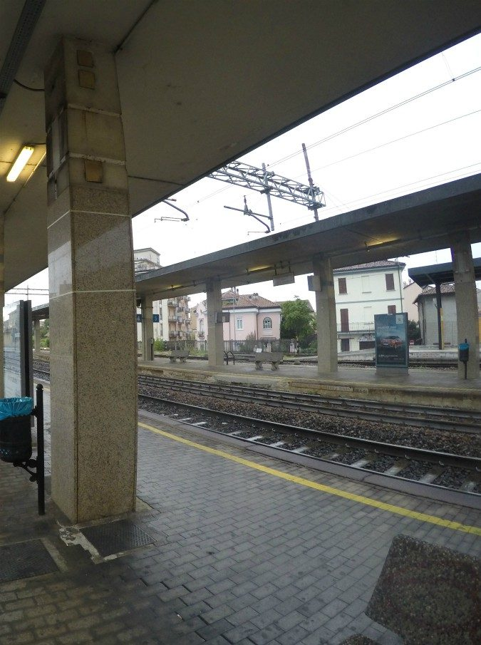 """""""Siamo Terrapiattisti e non paghiamo il biglietto"""": treno Intercity fermo un'ora a Pavia. Denunciate quattro persone"""
