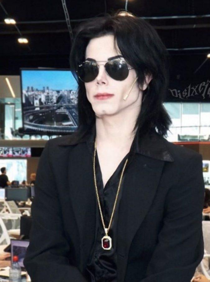 Live-Non è la D'Urso: chi è Leo Blanco, il ragazzo che si è sottoposto a 11 interventi per assomigliare a Michael Jackson