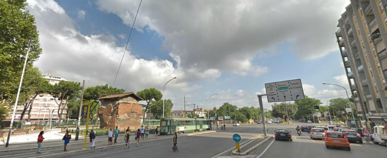 Roma, morto il pittore Umberto Ranieri: era stato colpito con un pugno in strada. I carabinieri cercano un gruppo di giovani