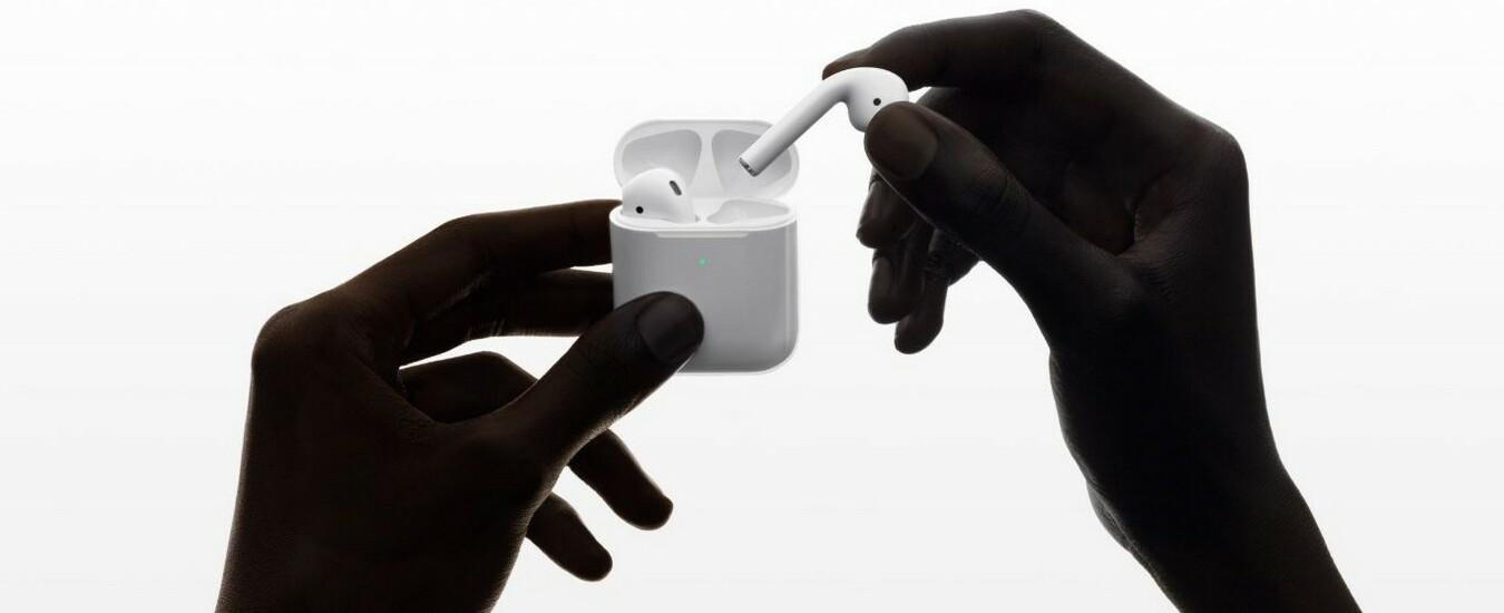Apple presenta le cuffie AirPods di seconda generazione, tanti miglioramenti ma il design è lo stesso