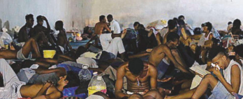 """""""Stipati e senza cibo nel carcere di Tripoli"""""""