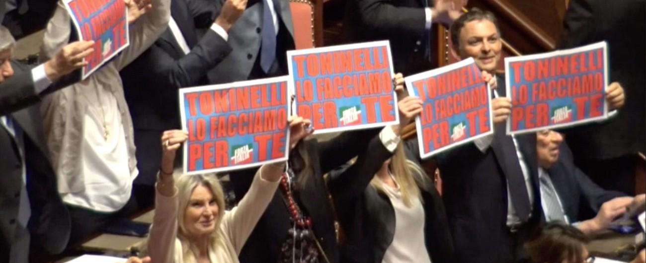 Senato, respinte mozioni Pd e Fi contro Danilo Toninelli su Tav. Sospensioni, tensione e polemiche in aula