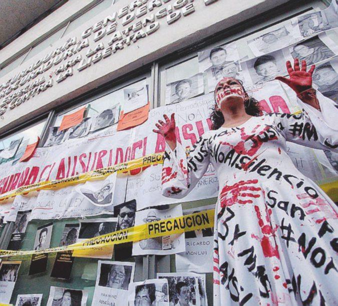 Giornalisti uccisi, il governo spia le vedove