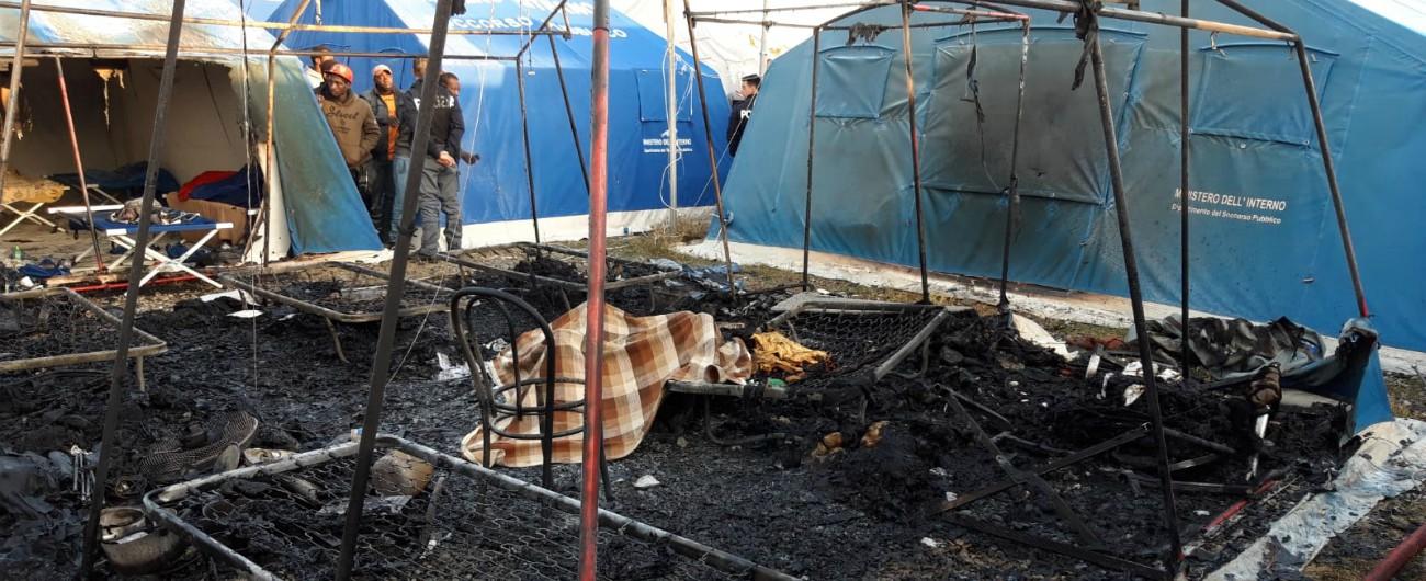 Migranti, incendio nella nuova tendopoli: ancora un morto a San Ferdinando