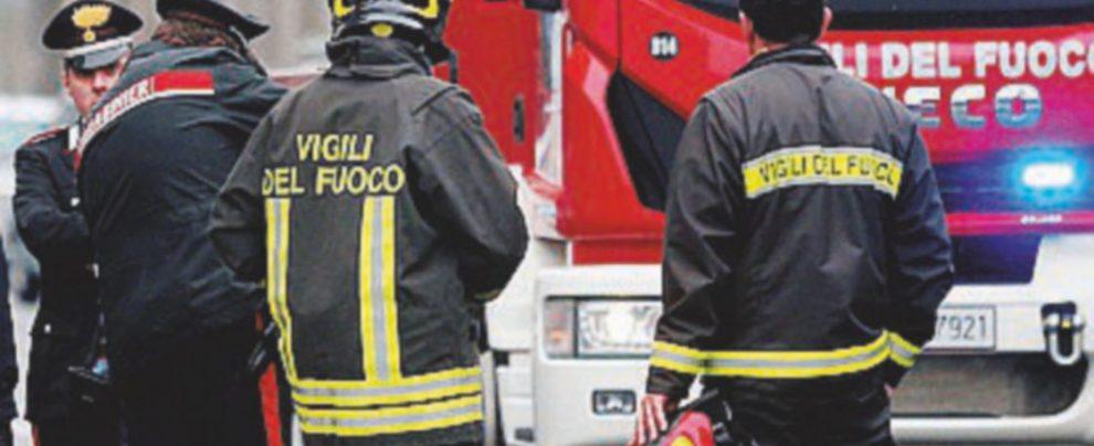 Chiama i pompieri e li ringrazia con due spinelli: denunciato