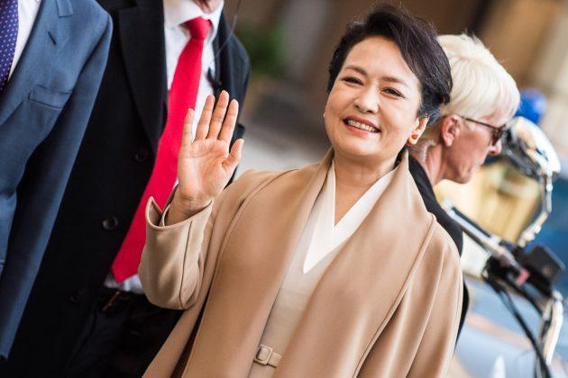 Peng Liyuan come Jackie Kennedy: ecco chi è la first lady ci